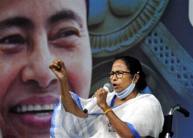 EC issues notice to Mamata over 'communal remarks'