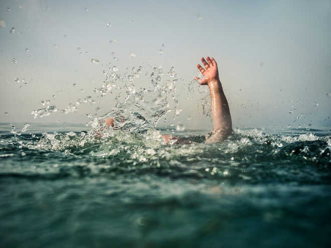 Policeman jumps into river, saves man from drowning in Rajasthan's Kota