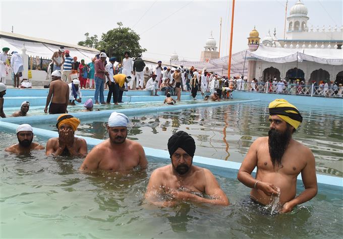 COVID-19 guidelines go for a toss during Baisakhi celebration at Takth Damdama Sahib