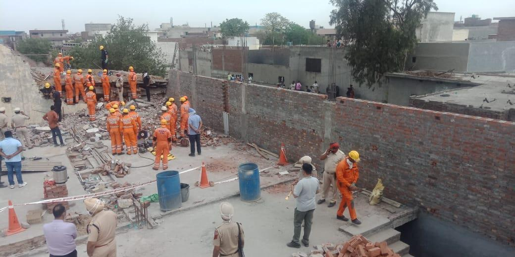 10 people trapped inside as building collapses in Ludhiana