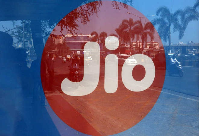 Jio inks pact with Airtel to buy some spectrum in 800 MHz band; deal valued at Rs 1,497 crore