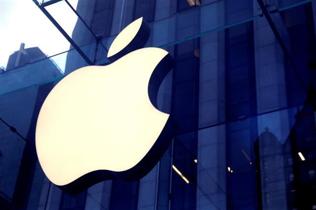 Apple announces 1st East Coast campus in North Carolina