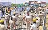 Adamant farmers block expressways