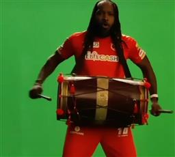 Chris Gayle plays 'dhol' while grooving to Tunak Tunak Tun; Punjab Kings share clip