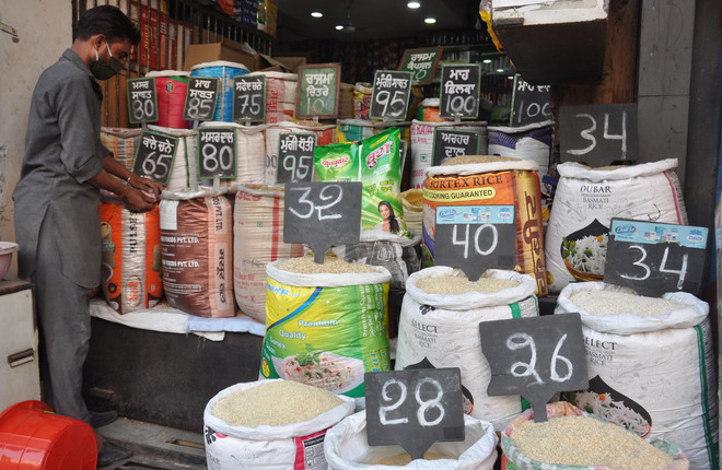 Govt's 'indifference' towards rising prices receives flak