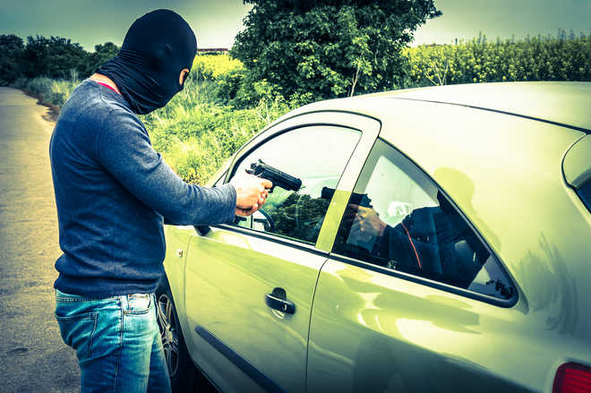 Amritsar doctor robbed of car at gunpoint