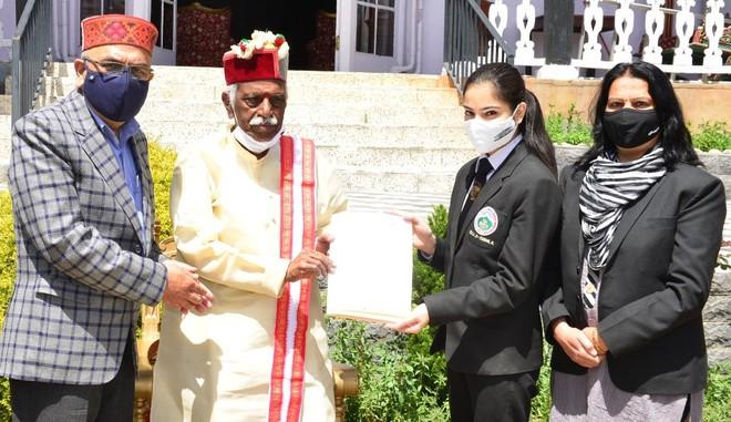 Himachal Governor Bandaru Dattatreya honours NSS volunteer