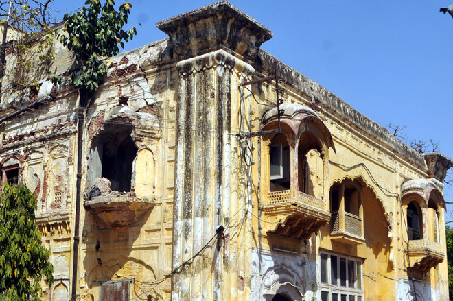 Deorhi in Amritsar's historic Ram Bagh cries for attention