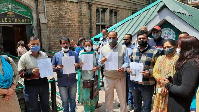 Memo against private schools submitted to Shimla ADC