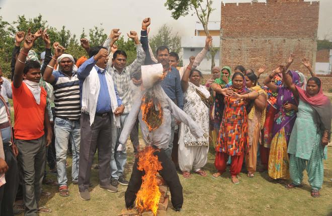 Migrant labourers protest Centre's false propaganda