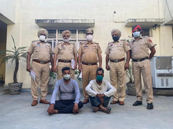Cops crack jewellery theft case, 2 arrested