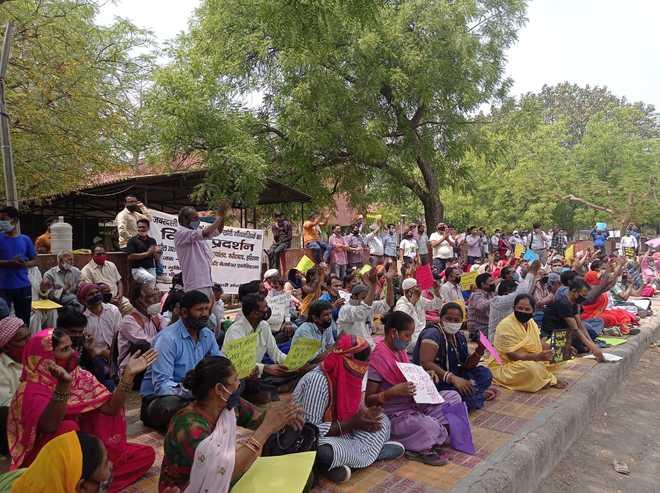 Faridabad: Villagers protest demolition drive