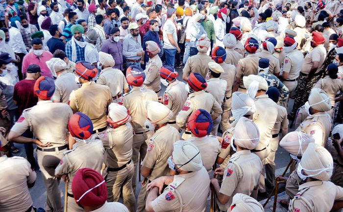 Teachers, health workers stage protest at Patiala's YPS chowk