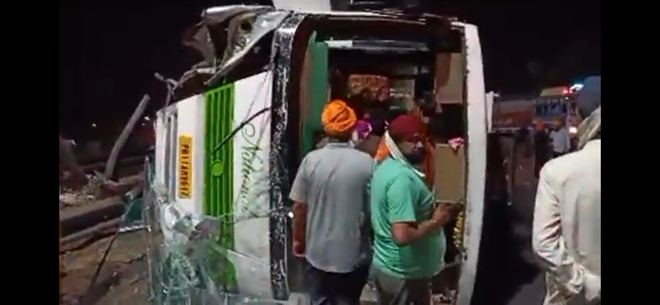 11 devotees hurt as bus going from Patiala to Golden Temple turns turtle in Sahnewal