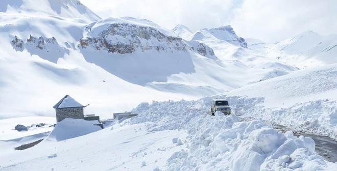 Rohtang shut, Baralacha La offers alternative
