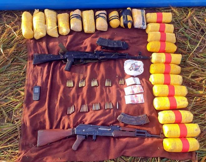 Pak intruder shot near border; 23 kg heroin, two rifles seized