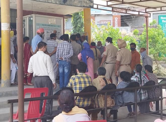6 die, 372 +ve in Amritsar