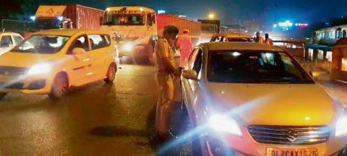 Night curfew leaves Delhi border clogged