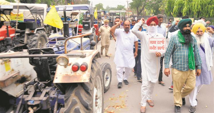 Land acquisition: Farmers to hold tractor rally in Patiala today