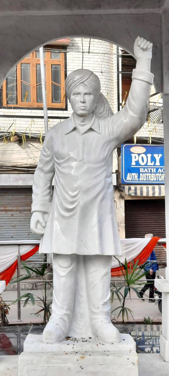 Bhagat Singh's statue in Jalandhar: Cheaper material, no likeness