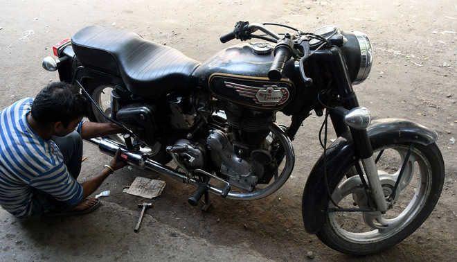 Faridabad cops get tough on noisy bikes