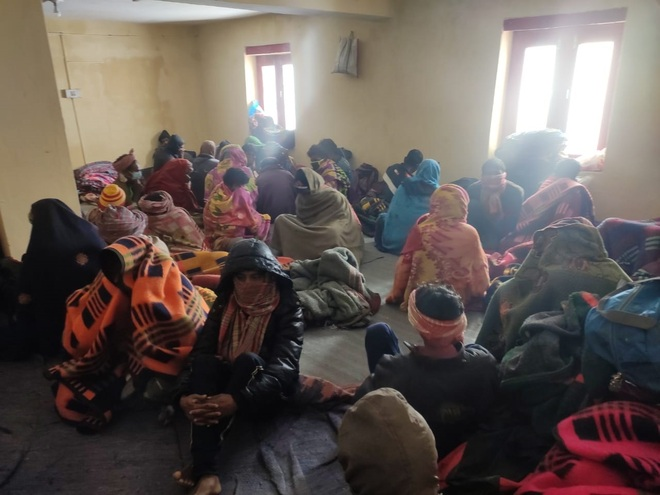 Villagers rescue 200 labourers stuck in Lahaul