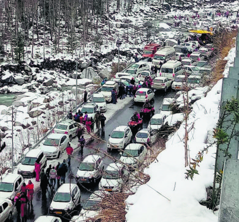 Manali-Leh highway blocked due to heavy snowfall, stranded run out of food, money