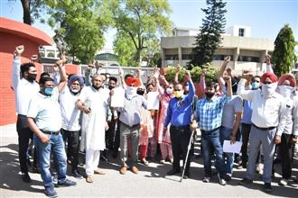 School fee hike sparks protest in Bathinda
