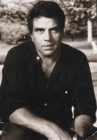 Dharmendra's black and white picture reveals actor's struggling days