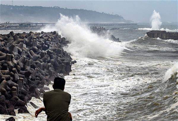 Cyclone Tauktae intensifies after ploughing through coastal Kerala, Karnataka, Goa; 6 dead; Gujarat braces for impact