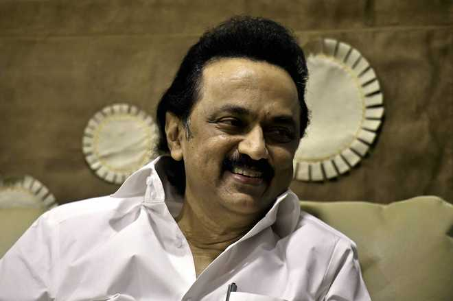 DMK men remove boards with 'Amma' picture in canteen, Stalin acts against them