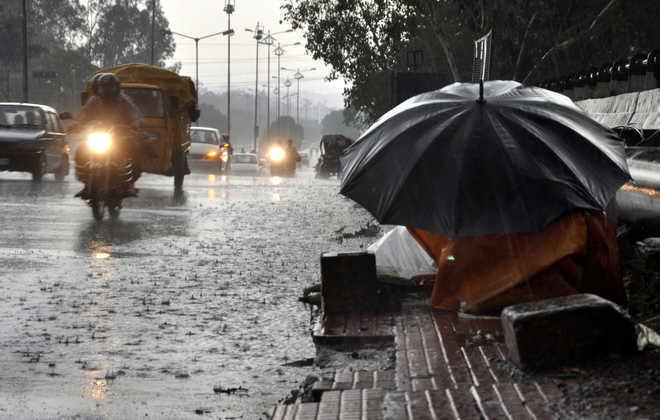 Delhi witnesses sudden change in weather