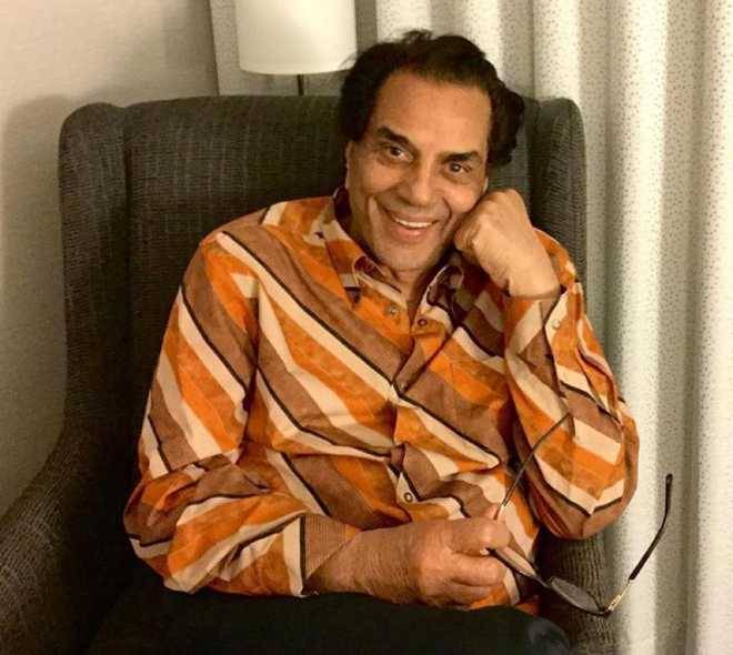 Dharmendra shares a candid moment with Sadhana; talks about a 'regret' in life