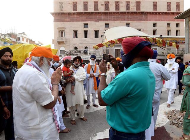 PM Narendra Modi visited Gurdwara Sis Ganj Sahib in Delhi on the occasion of 400th Prakash Purab of Sri Guru Teg Bahadur Ji.