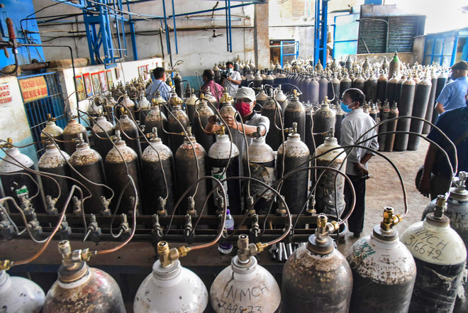Delhi Police chief calls for strict action against hoarders of COVID-19 medicines, oxygen cylinders