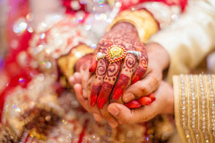 Newly married woman runs away with jewellery in Agra