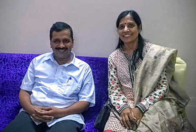 Delhi CM's wife thanks doctors, well-wishers after recovering from COVID-19