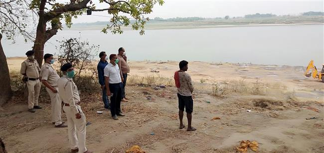 Covid-19 crisis: 52 more bodies found floating in Ganga in UP's Ballia