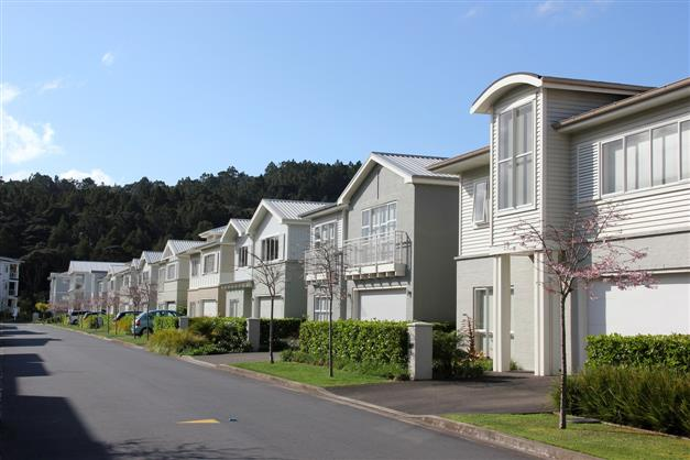 Indian-origin man asked to 'move' house by 1-metre or pay Rs 1.6 crore damages in Auckland; read why