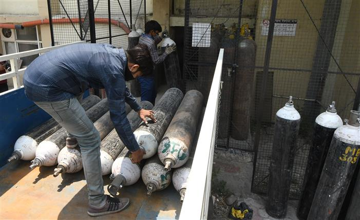 Chandigarh administration increases daily quota of oxygen cylinders for private hospitals, mini COVID centres