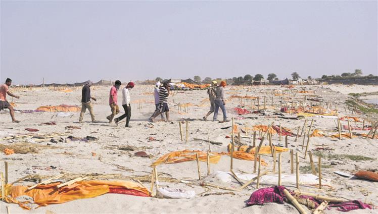 Mass shallow graves on banks of Ganga in Uttar Pradesh