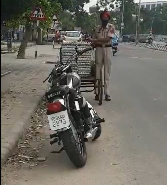 Punjab: Cop caught on camera stealing eggs, suspended