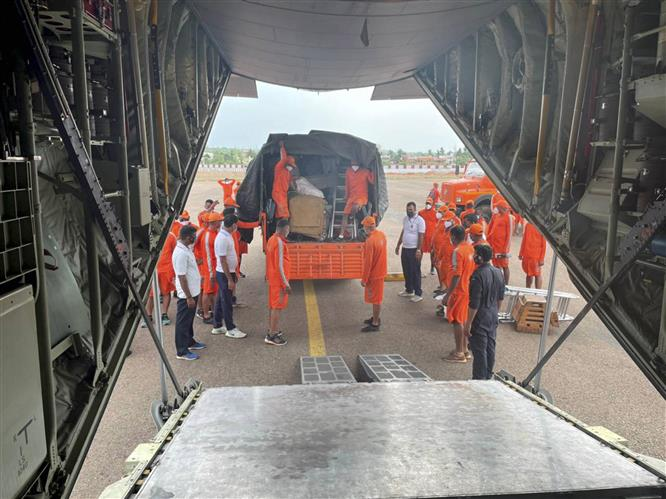 Navy, NDRF launch relief operations as Cyclone Tauktae hits Kerala