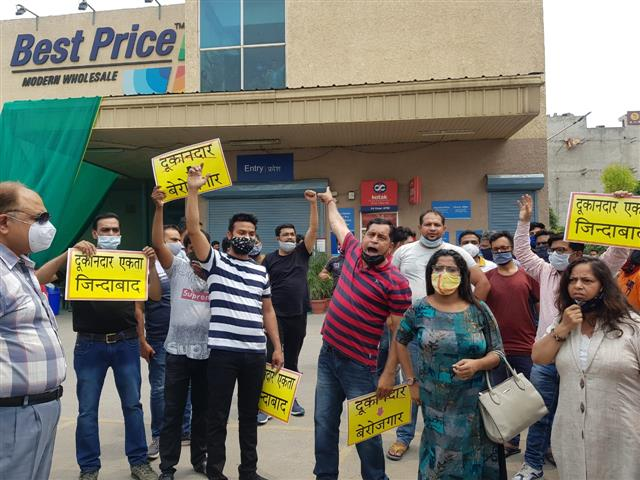 Zirakpur businessmen protest opening of multinational wholesale store amid COVID lockdowns