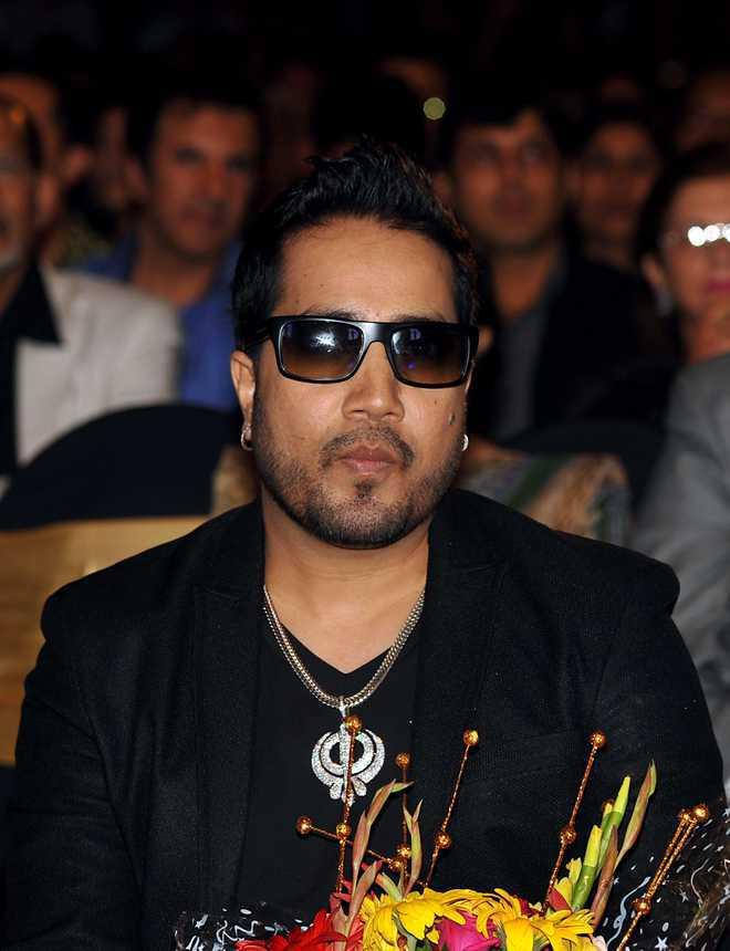 Mika Singh slams'gadha'Kamaal R. Khan, says will make new single 'KRK Kutta'; here's why