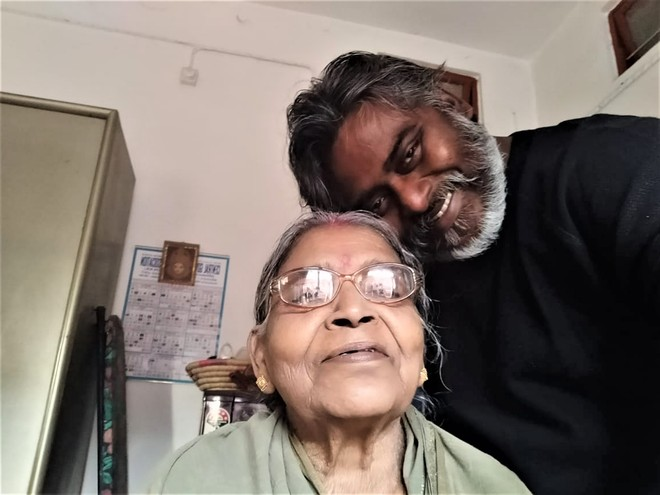 Actor Dibyendu Bhattacharya's mother passes away