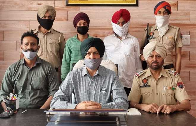3 held with 819-gm heroin, Rs4.9 lakh
