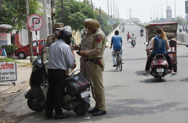 10 arrested for lockdown violation