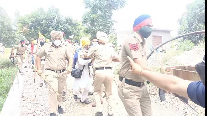 Farmers' clash with RSS workers averted at Ropar