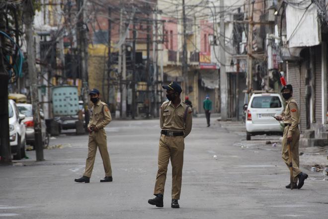 5,000 cops on lockdown duty
